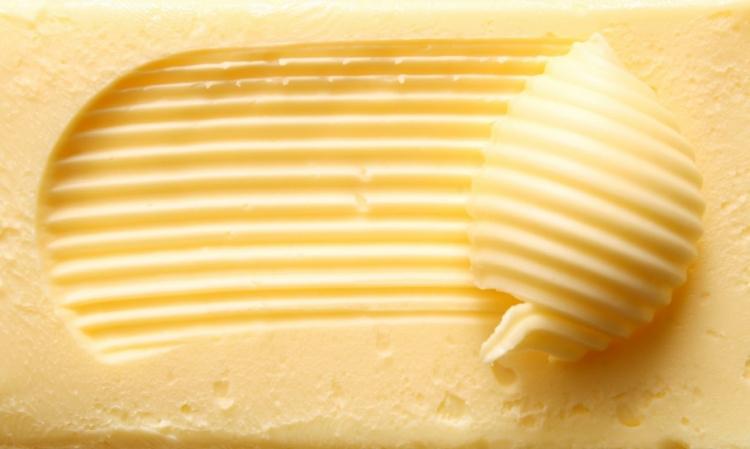 Máslo zdraží před Vánoci až na 70 korun. Chovatelé nemají z vysoké ceny nic