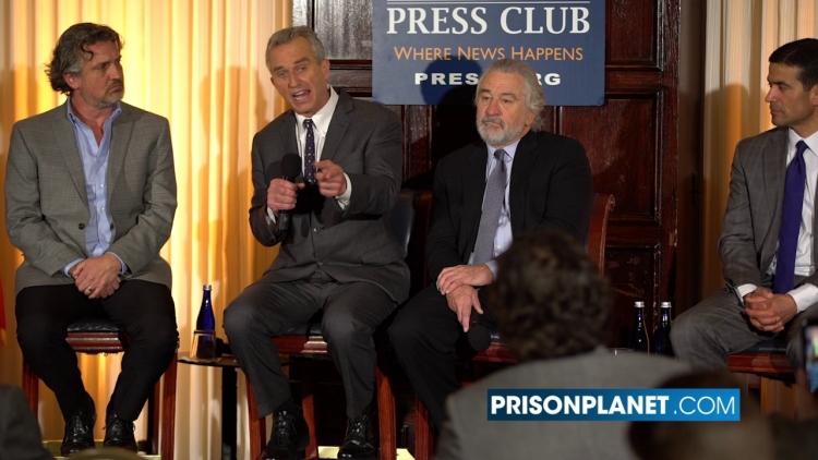 """Robert De Niro nabízí 100 tisíc dolarů za """"pravdu"""" o vakcíně MMR"""