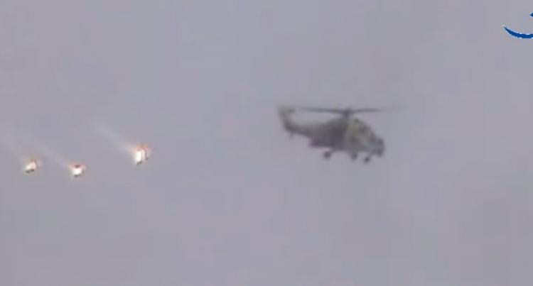 Takto posádky ruských vrtulníků drtí teroristy v Sýrii...