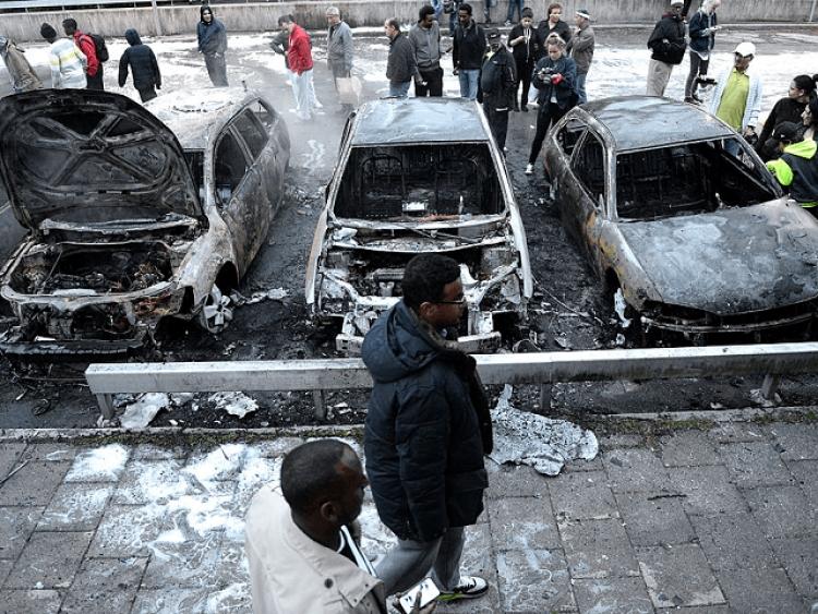 Německo zaplatí migrantům řidičské průkazy, autotesty v arabštině jsou již připraveny