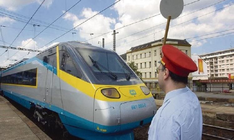Chcete jezdit vlakem levněji? Máme pro vás trik, který se ale Českým drahám nelíbí