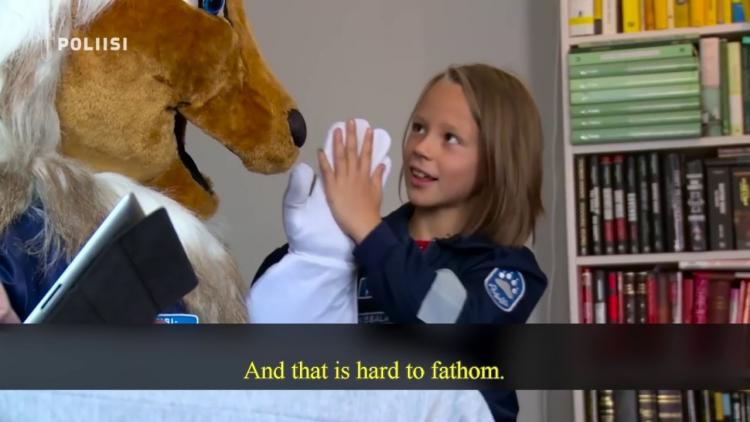 Ve Finsku běží vymývání mozků dětí na plné obrátky. Policejní lev hravou formou učí děti, jak zastavit ideozločin rodičů