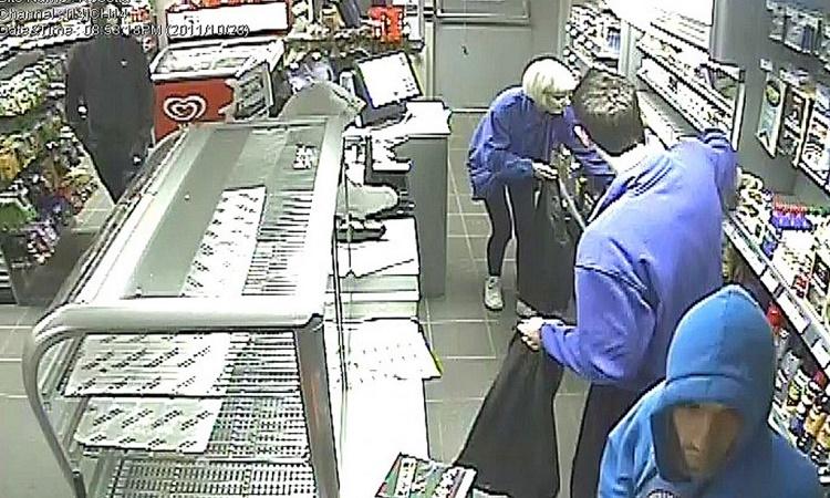 Majitel obchodu byl unaven vykrádáním jeho obchodu, a tak připravil pro zloděje past
