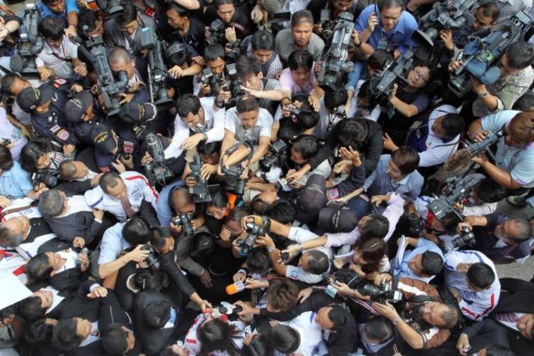 Lidé se začínají probouzet, proto musí okamžitě nastoupit cenzura, varuje novinář