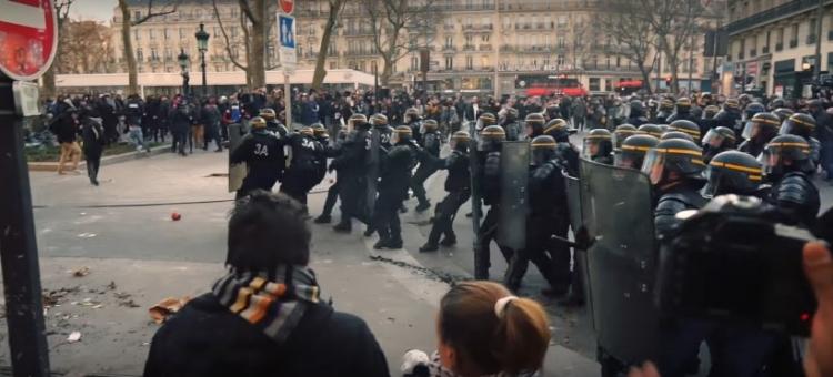 Francie je ve stavu nouze a nikoho to nezajímá. Podívejte se na záběry z ulic