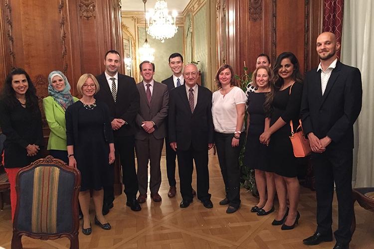 Americký prezident oslavu ramadánu odmítl uspořádat, ale na pražské ambasádě s islamisty vesele slavili