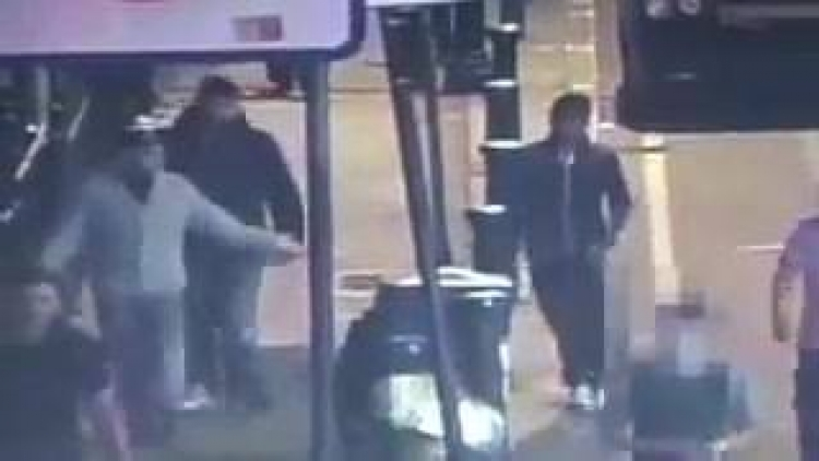 """VIDEO: Turista se dovolil napít alkoholu, za to dostal od rozzuřených muslimů ,,nakládačku"""""""