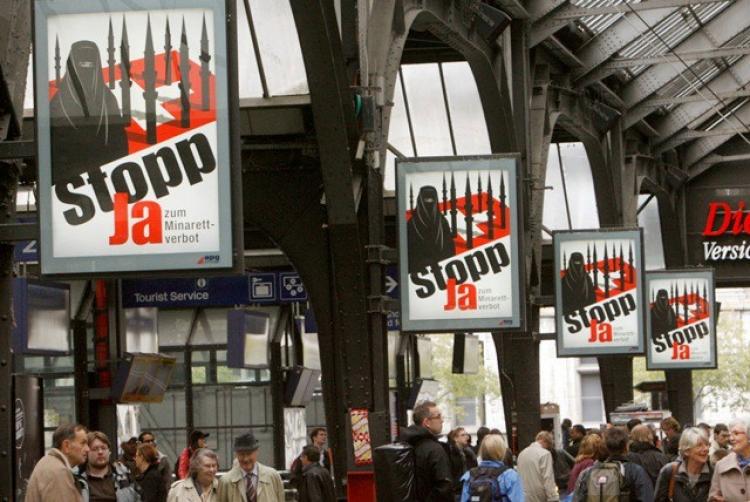 Švýcarský parlament chce znepříjemnit život švýcarským muslimům