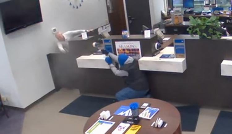 Lupič si vybral špatnou banku. Ochranka jej zastřelila přímo na místě