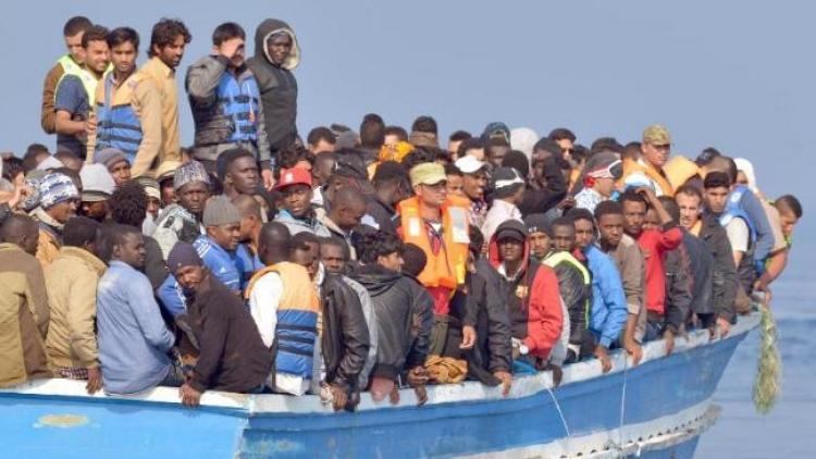 Otřesné video! Podívejte, kdo pašuje migranty do Evropy. Pod svícnem tma?
