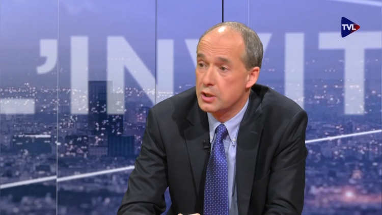 Demokracie je podvod, je to dokonalý nástroj klamání mas umožňující vládnutí, říká Christophe Buffin de Chosal