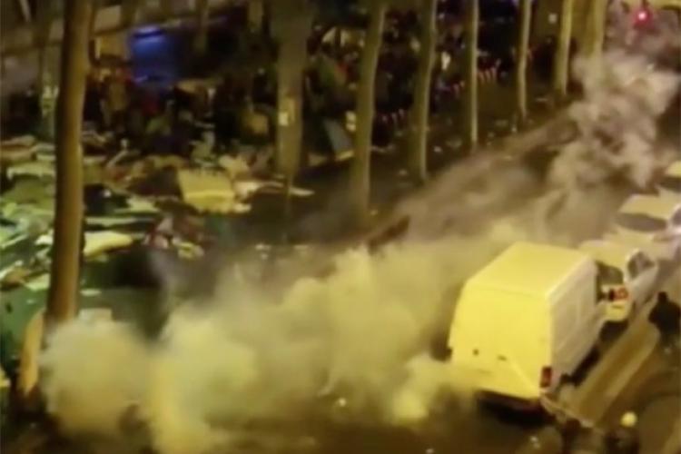Válka v ulicích Paříže: Migranti se mlátí hlava nehlava. místní raději nevychází. V ulicích jsou výkaly a odpadky...