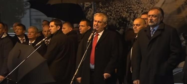 Nebojím se vás. Takhle elegantně Miloš Zeman usadil a zesměšnil sluníčkářskou lůzu. Podívejte se