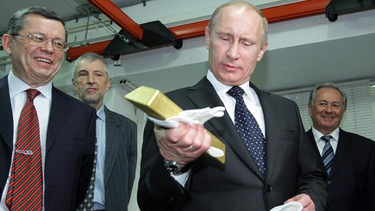 Rusko hromadí zlato nejrychleji na světě. A nijak v tom nepolevuje