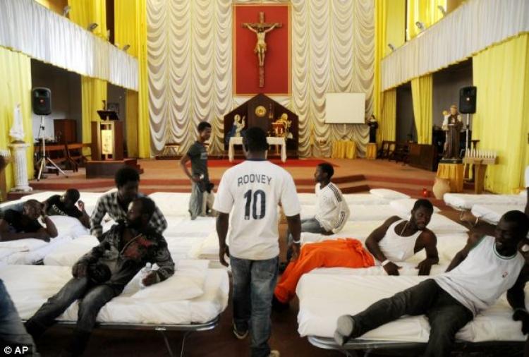 Milánský ženský klášter dal azyl migrantům. S jejich sestrami to dopadlo jinak, než očekávali
