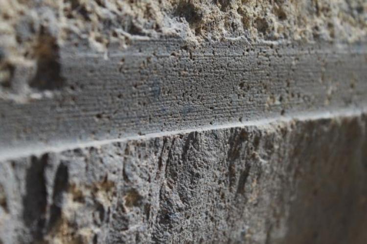 Všechno je jinak? Důkazy starověkého strojního obrábění pyramid v Gize