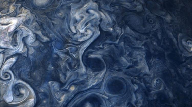 NASA ukázala zvláštní mrak na Jupiteru