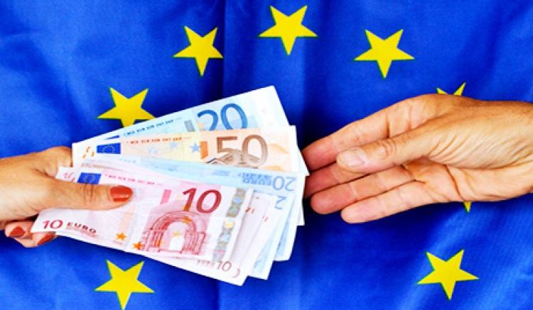 Zablokují nám přístup k penězům? Nejnovější zamýšlená bruselská regulace děsí banky i střadatele, analytik mluví o cestě do pekla