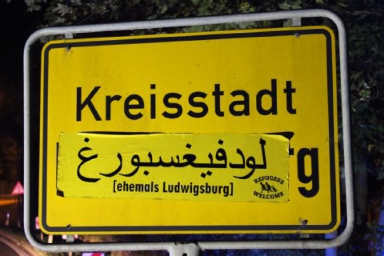 Uprchlíci mají požadavek, kterému se vyhoví. Nápisy a značky už brzy budou v Německu v arabštině