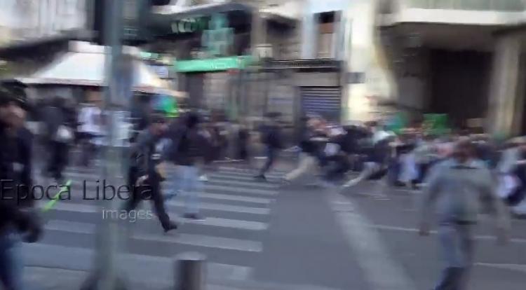 Fotbaloví fanoušci v Aténách rozehnali průvod muslimů slavících narození Mohammeda