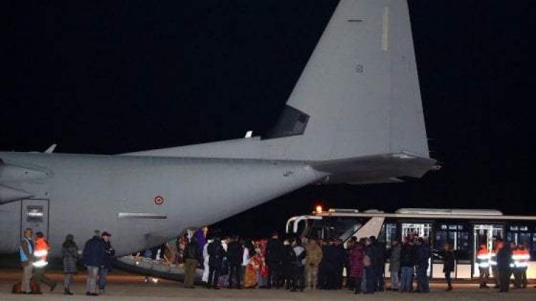 Italové dopravili z Libye do Říma letecky první uprchlíky