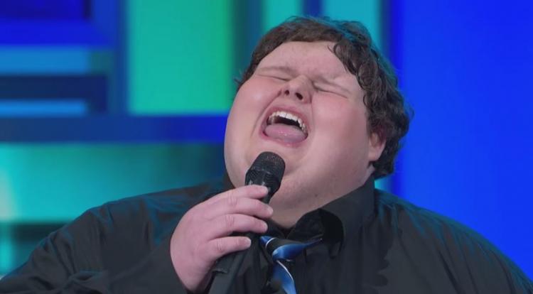 Tento 640librový chlapec je spíše introvert. Jakmile otevře svá ústa, je jako anděl...