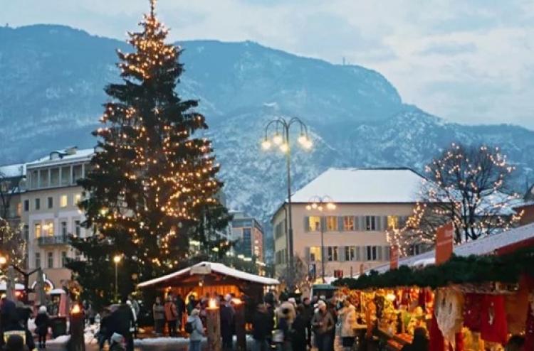V Bolzanu dali pryč vánoční strom kvůli muslimské delegaci, aby je neurážel