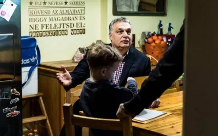 """Orbán zahájil předvolební kampaň. """"Potřebujeme více dětí, ne imigrantů"""""""