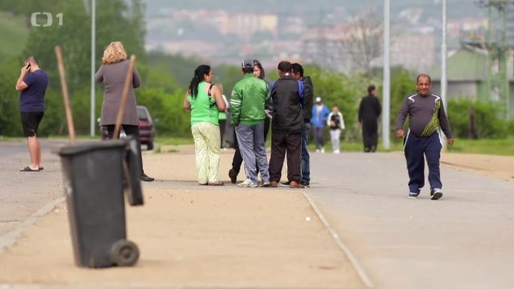 Tak to je nářez. Zazobaní sluníčkáři z Prahy se nastěhovali k Romům do Chánova a takhle to dopadlo. Podívejte se