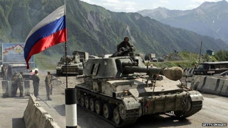 Rusko potají posunuje své hranice. Je to otevřená okupace, musíte zasáhnout, volá jeho soused