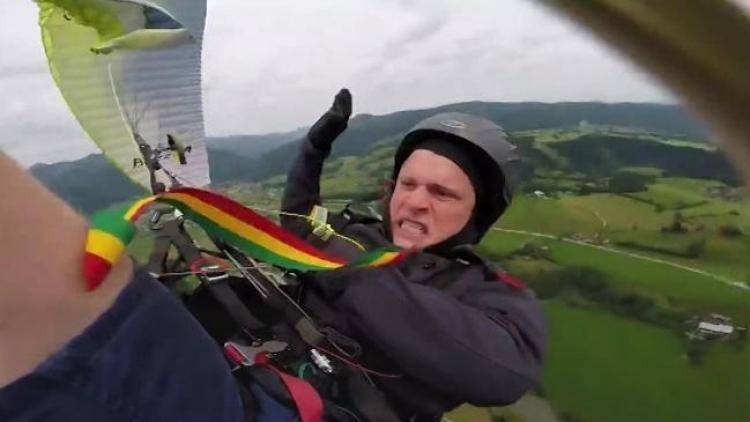 Paraglidista zažil chvíle hrůzy, tvrdě dopadl na zem