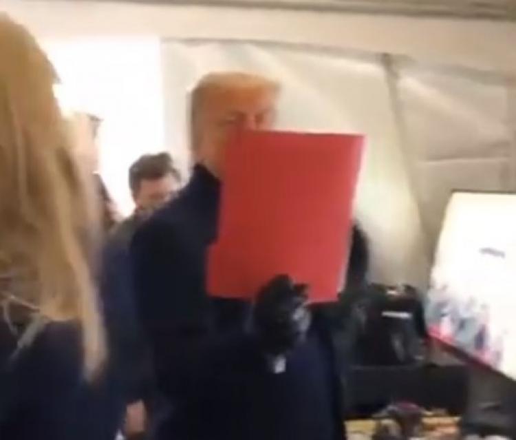 Právě teď začíná show. Tajná operace Trumpem spuštěna a červená bouře přichází. Svět už nikdy nebude stejný...