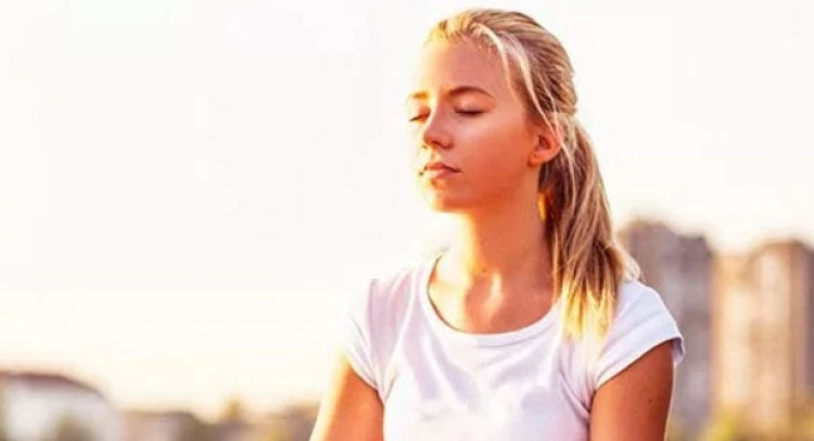 Bílí lidé, kteří dělají jógu, přispívají k rasismu, říká indická profesorka na univerzitě v USA