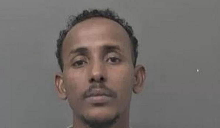Somálec v Anglii znásilnil dívku. Nevěřil jí, že je panna, protože je bílá