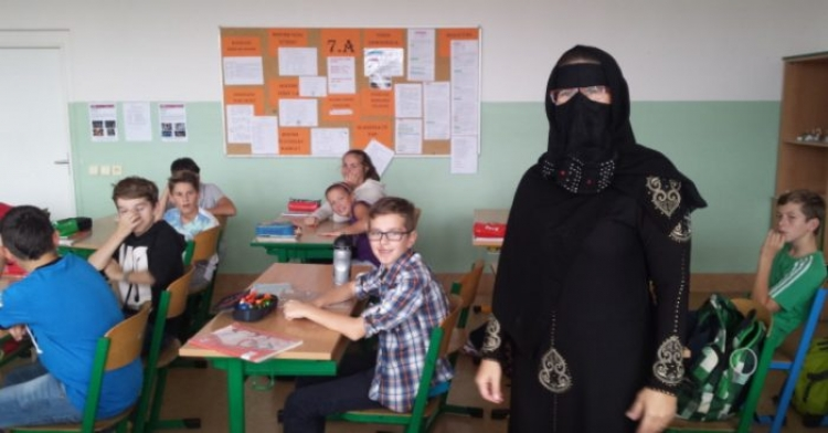 To snad není pravda! Ministerstvo školství spustilo projekt propagace islámu! Nástěnky v 8. třídě, ze kterých jde děs! To musíte vidět!