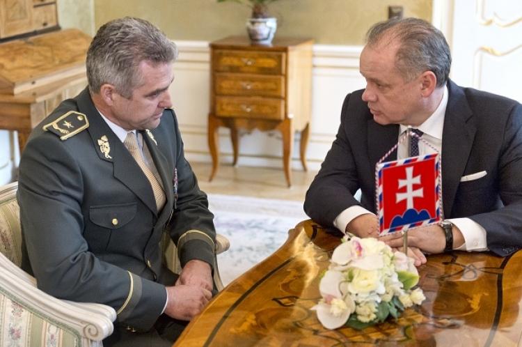 """Sluníčkáři bijí na poplach. Slovenský policejní prezident podepsal """"konspirační pamflet"""". Kiska si ho zavolal na kobereček"""