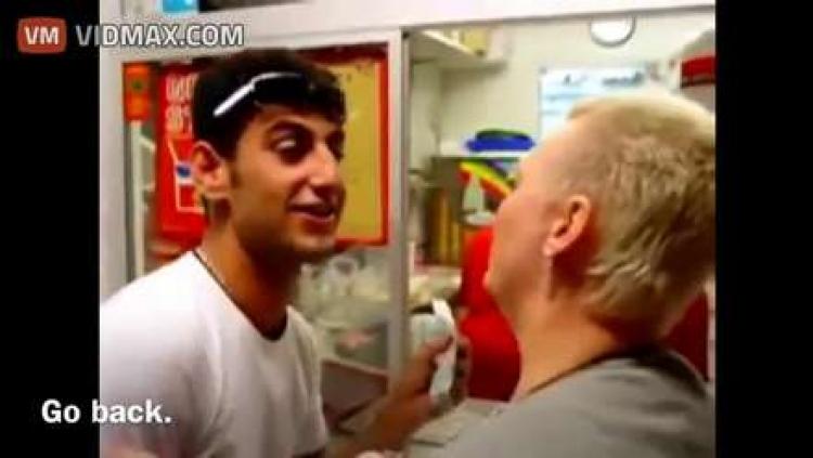 Další skandál ve Švédsku. Migrant na videu způsobil rozruch ve stánku s rychlým občerstvením...