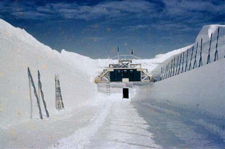 Z ledu se vynořuje arktická Atlantida. Tajná časovaná bomba USA, která měla zůstat navždy ukrytá...