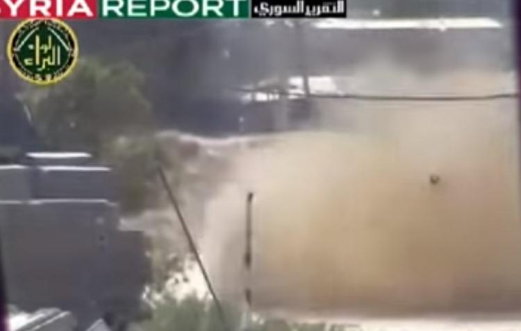 Terorista, než stačil vystřelit, tak jej tank rozstřelil a změnil v prach (18+)