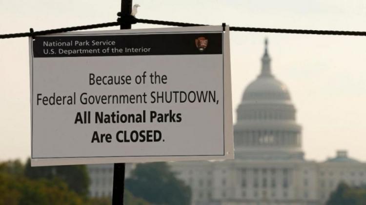 Dění v USA jako signál pro celý svět? Socha svobody uzavřena pro veřejnost, Bílý dům nebere telefon