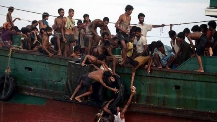 S uprchlíky je zacházeno jako s odpadky. Místní obyvatelé je nechtějí, Italské úřady neví, co s nimi