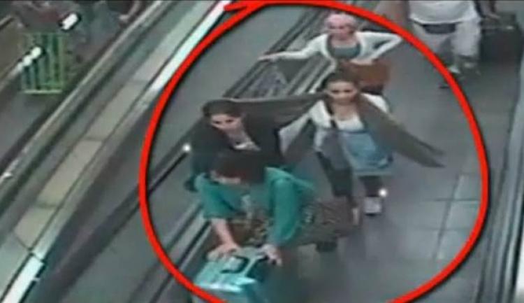 3 muži arabského původu chtěli ukrást telefon 16leté dívce. Dopadlo to pro ně nečekaně