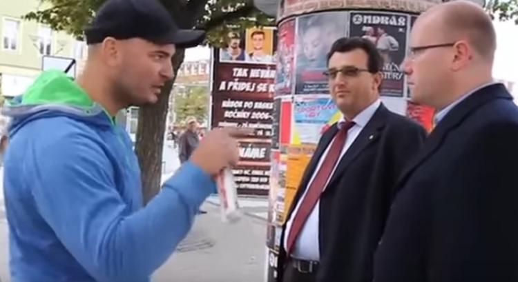 Obyčejný občan odhalil karty před premiérem Sobotkou. Ten se nestačil divit a došla na varovná slova