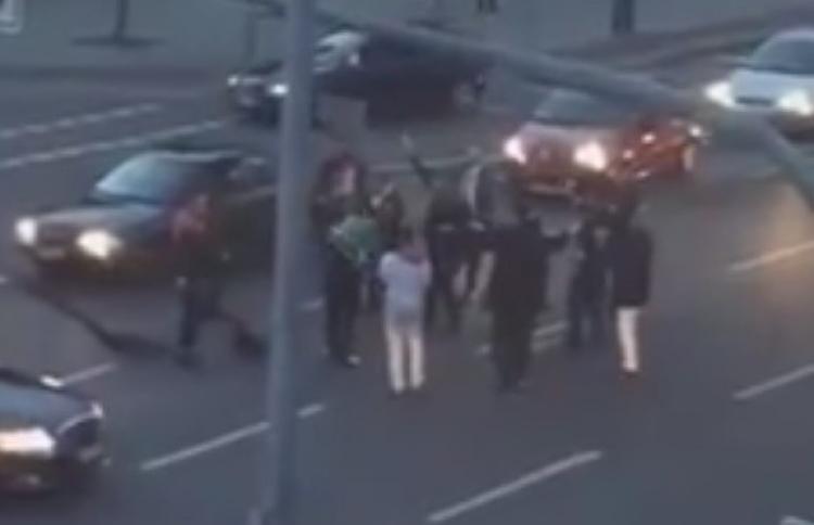 Šokovaný občan natočil v Německu cosi podivného. Střelba, hlasité troubení vozidel