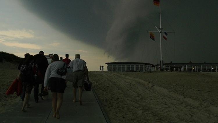 Mladíci s kamerou mysleli, že je to jen obyčejná bouře. Pak se nestačili divit...