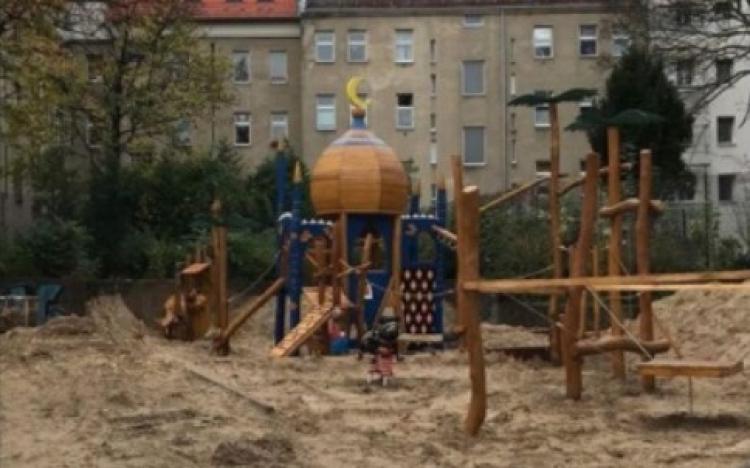 """Hřiště v přistěhovalecké čtvrti Berlína. Podívejte se na jednu takovou """"vychytávku"""""""