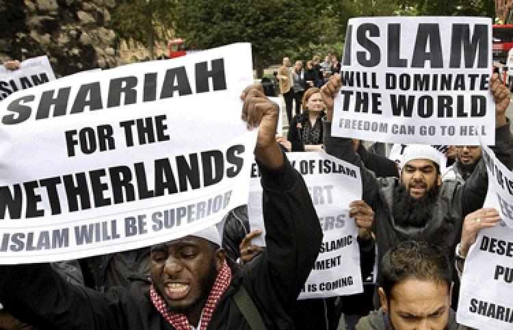 Muslimy pošlete zpátky, nebo zahynete či budete otroky. Islám vše spálí. Světoznámý znalec islámu promlouvá