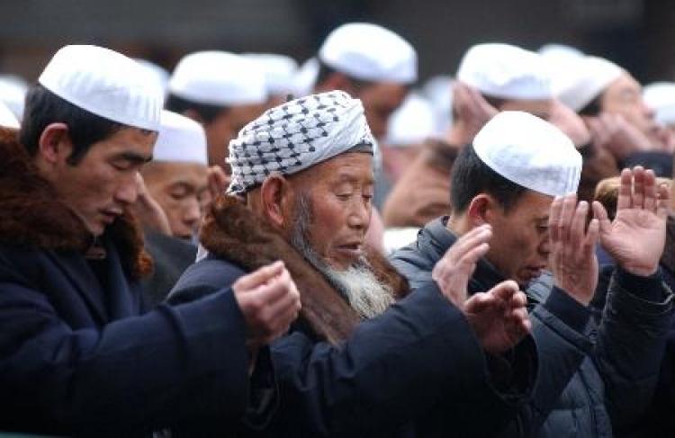 Čína tvrdě zakročila proti muslimům. Zakázala dlouhé vousy a nošení závojů přes tvář