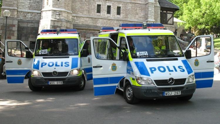 Policie to nezvládá, musíme povolat armádu. Ze Švédska přišly zprávy o vážných problémech