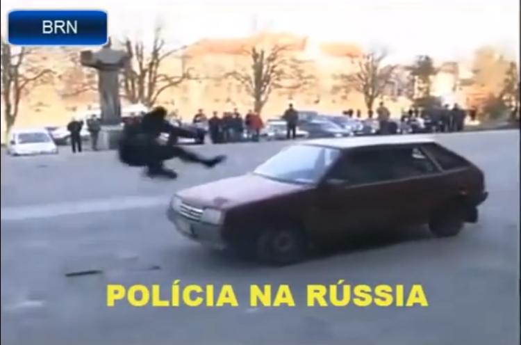 Jaký je rozdíl mezi brazilskou a ruskou policií? Zcela zásadní, podívejte se...